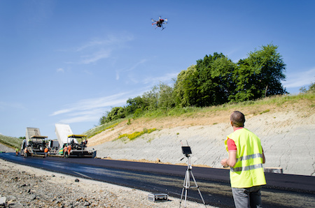 conducteur de drone sur un chantier